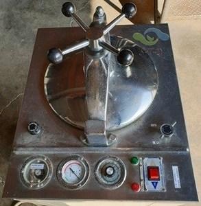 待售: 二手 直立式 高壓蒸氣滅菌器